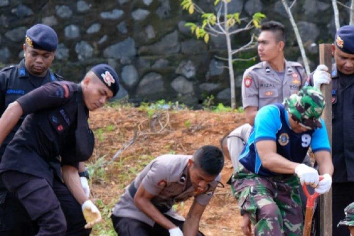 TNI-Polri kerja bakti di kampus IAIN Ambon