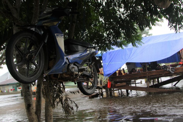 18.408 warga Konawe masih bertahan di tempat pengungsian akibat banjir