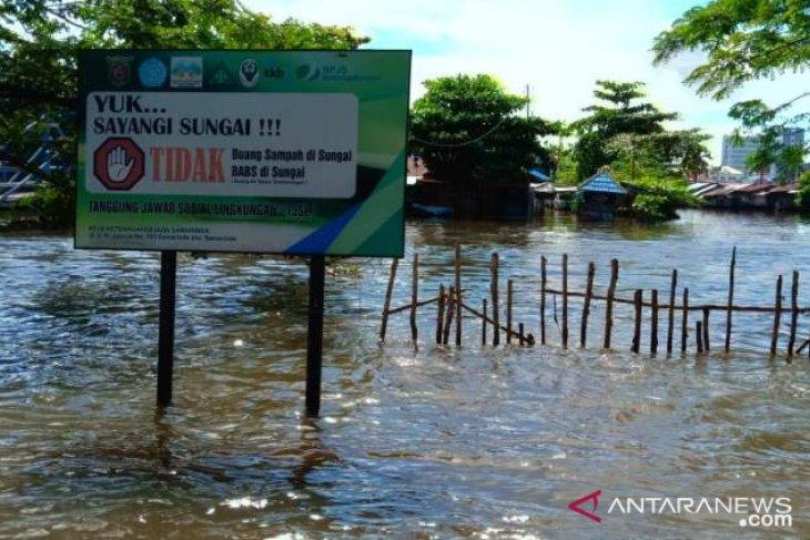 Samarinda Bebaskan bantaran Sungai Karang Mumus