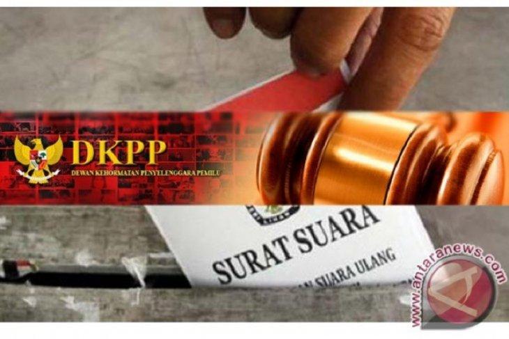 DKPP perintahkan KPU berhentikan Ilham Saputra ketua divisi