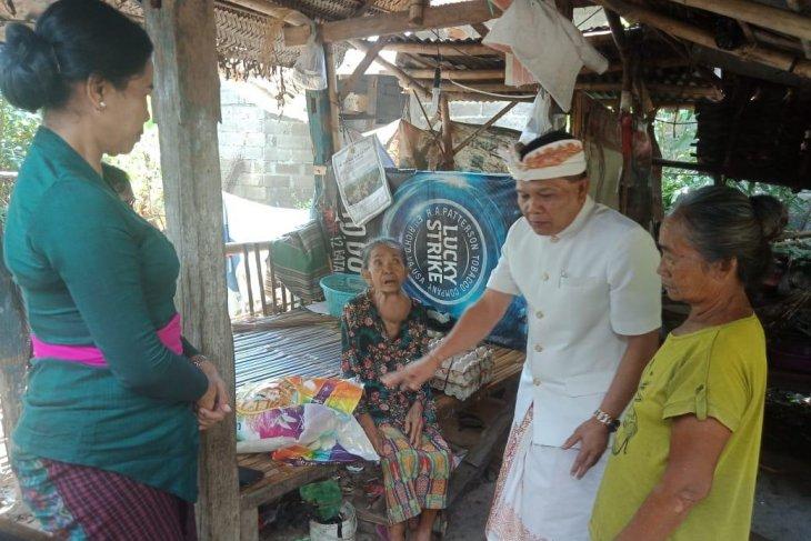 Dinas Sosial Bali bantu nenek yang hidup di gubuk reyot