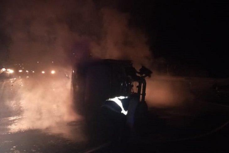 Truk Pertamina terbakar di jalan tol dini hari, tiga orang tewas