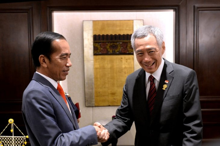 Jokowi, Loong hold meeting ahead of ASEAN Summit plenary