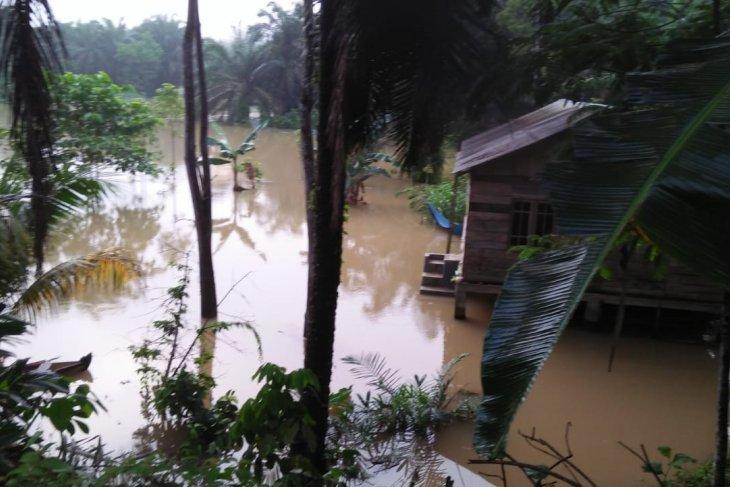 Banjir melanda pemukiman warga di Sei Lepan Langkat