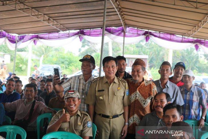Pemkab Bangka Tengah salurkan bantuan sejumlah alat pertanian