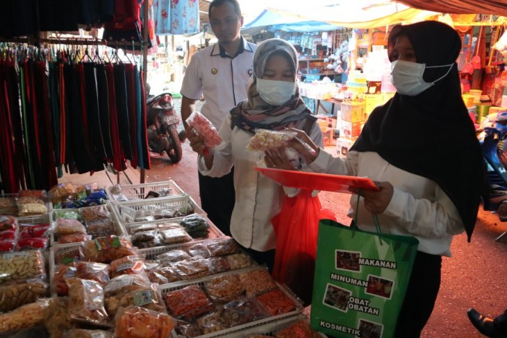 BPOM find crackers containing Rhodamin at Tanjung Market