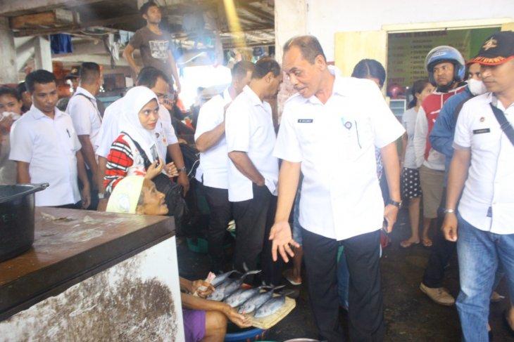 Pemkot Ambon tertibkan fasilitas  toilet gantung di pasar Mardika