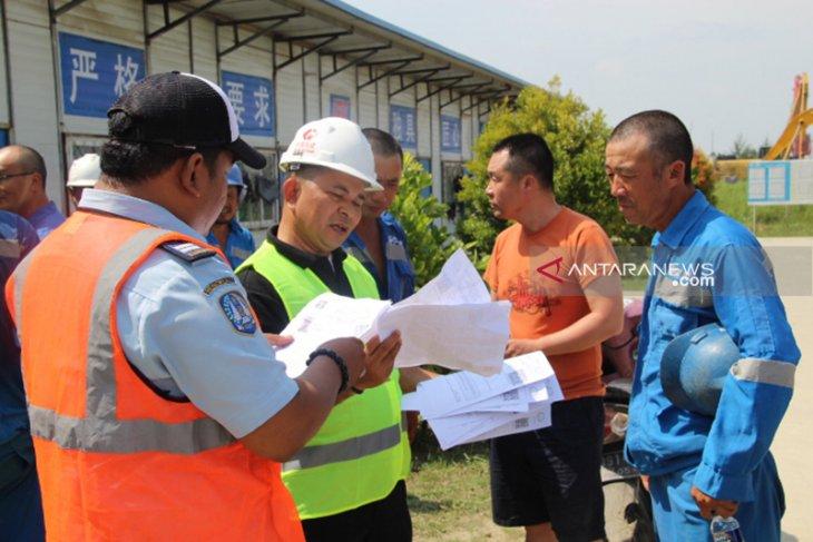 Sembilan pekerja China lari saat razia imigrasi di PLTU Bengkulu