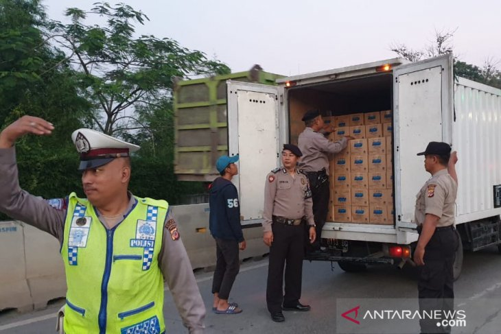 Police conduct checks on Jakarta-bound vehicles before MK's ruling