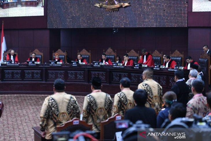 MK tolak eksepsi KPU dan kubu Jokowi-Ma'ruf