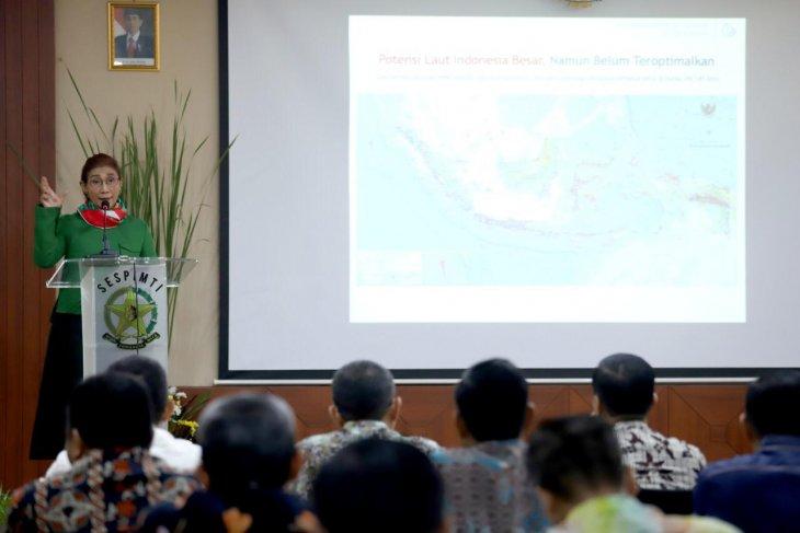Menteri KP dorong Polri usut tuntas pelaku aktivitas ilegal di laut