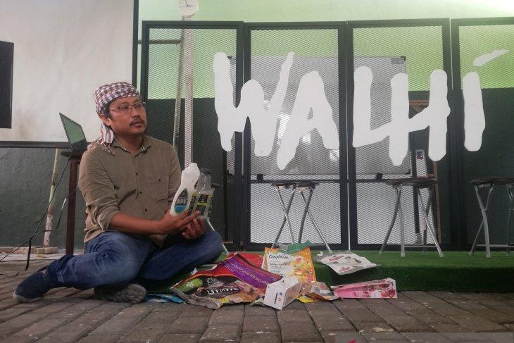 Walhi : awasi pemasangan iklan tidak ramah lingkungan