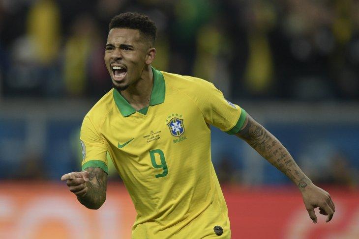 Messi harus berkeringat untuk tembus pertahanan Brazil
