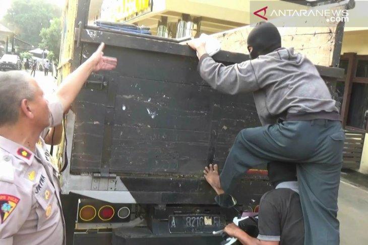 Polres Cilegon siagakan petugas patroli di jalur kawasan industri