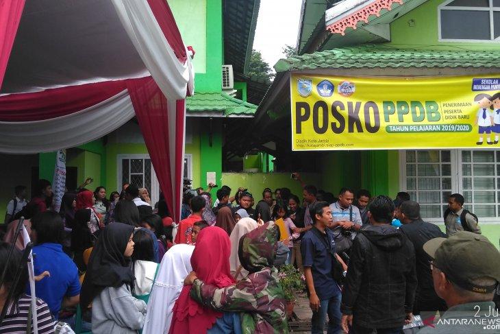 Posko PPDB Kota Jambi sempat gaduh akibat protes orang tua siswa