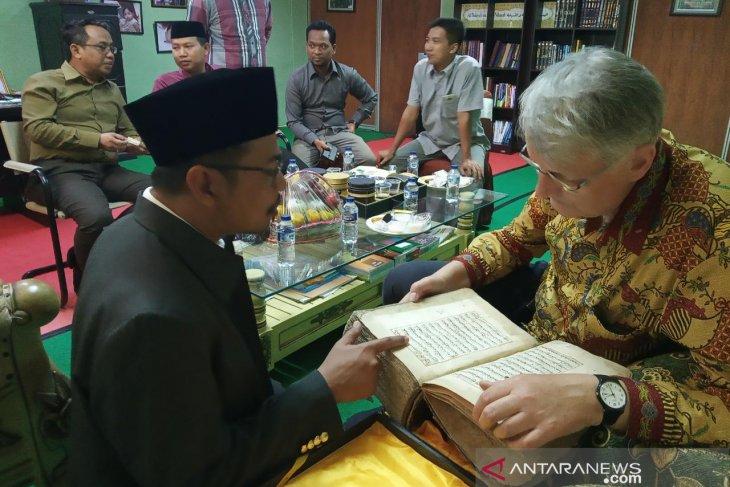 Leiden University professor visits Islamic school in Cilegon