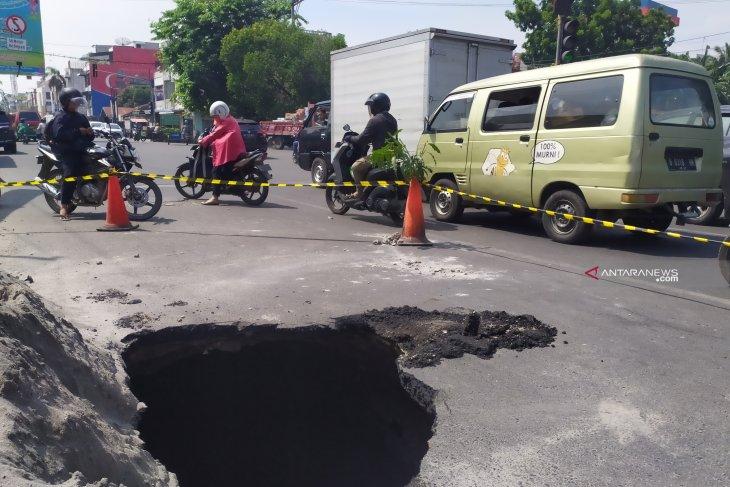 PDAM Tirtanadi bantah aspal amblas di Medan karena pipa bocor