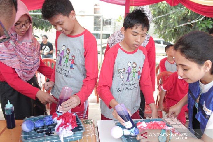 Sosialisasi literasi keuangan jangkau penyandang autisme di Bogor