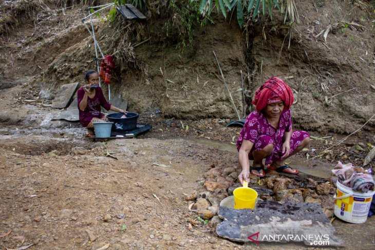 Villages in West Java district lack clean water