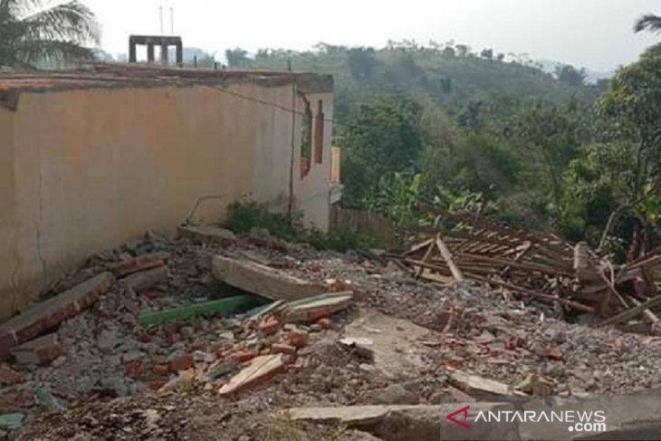 Gawat, bencana pergeseran tanah di Kampung Gunungbatu Sukabumi semakin parah