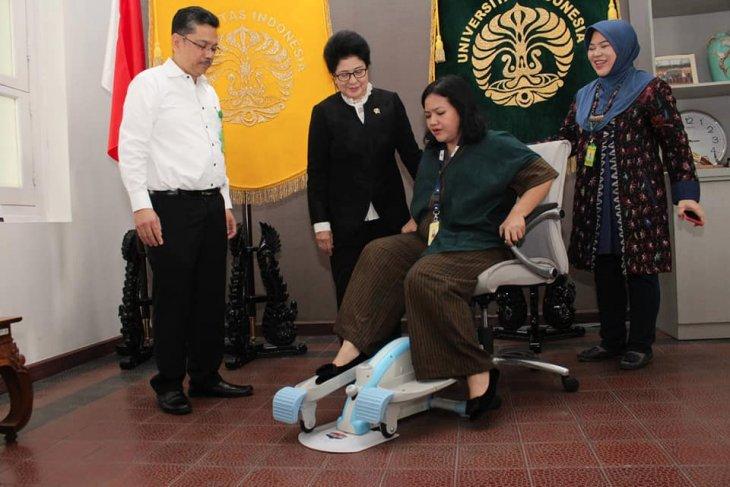 Kinesia, alat olahraga kaki pada posisi duduk ciptaan Dokter UI