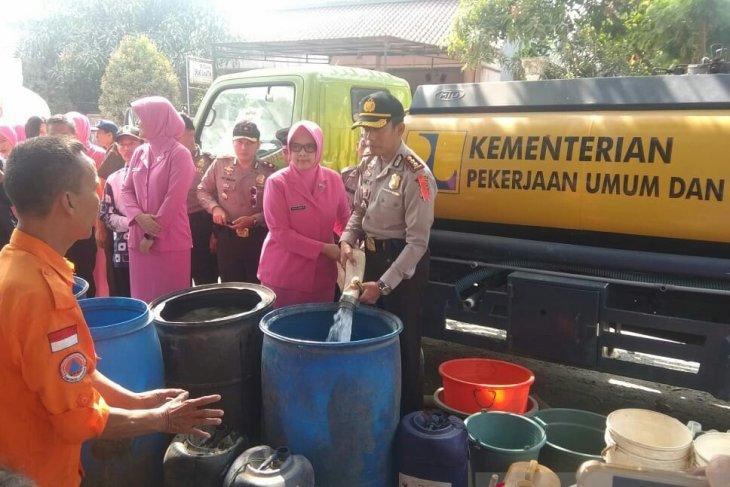 BPBD Karawang memprioritaskan pengiriman air bersih ke daerah kekeringan