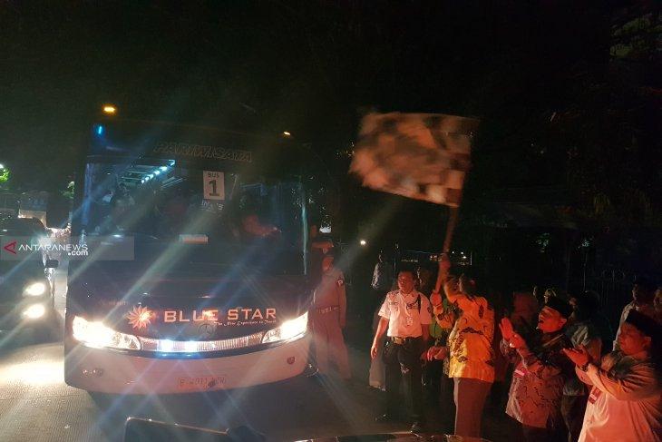 Bupati lepas 410 jemaah calon haji asal Bekasi