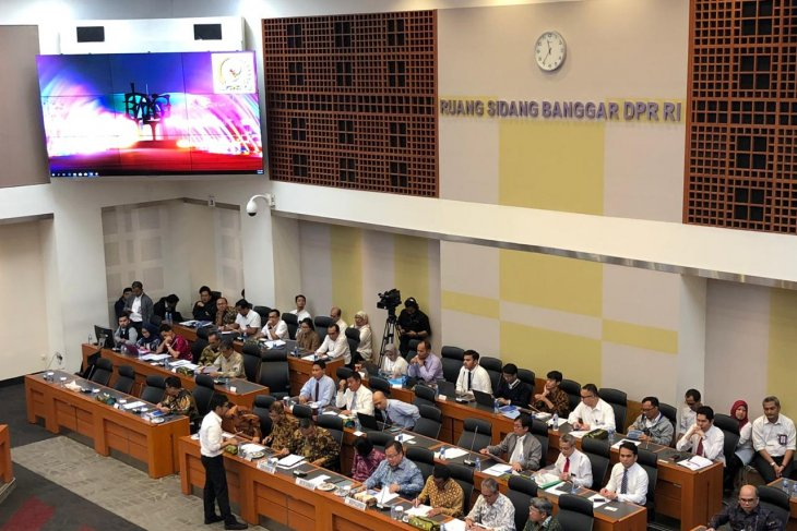 House approves 2020 economic growth target of 5.5%