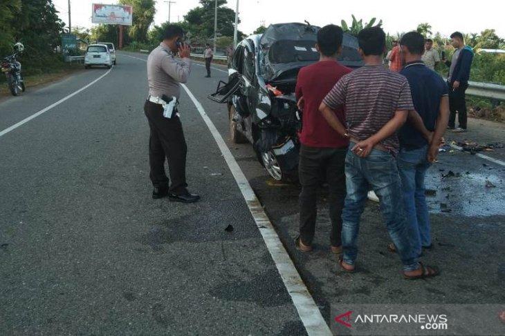 Tabrak pembatas jalan di Aceh Jaya, seorang penumpang putus kaki
