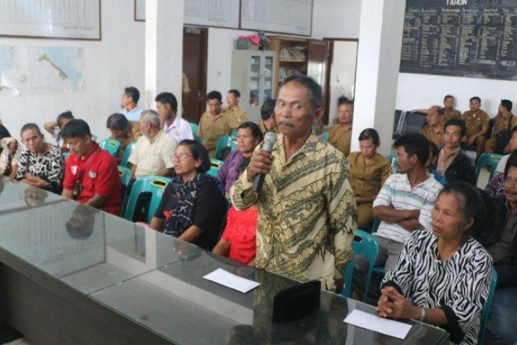 Pemkab Samosir serahkan tali asih bencana kebakaran