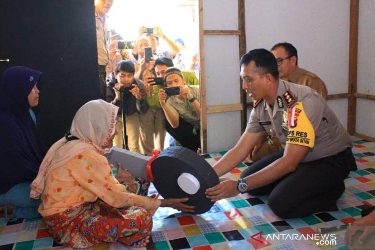 Tapin police renovate grandma Hamdanah house