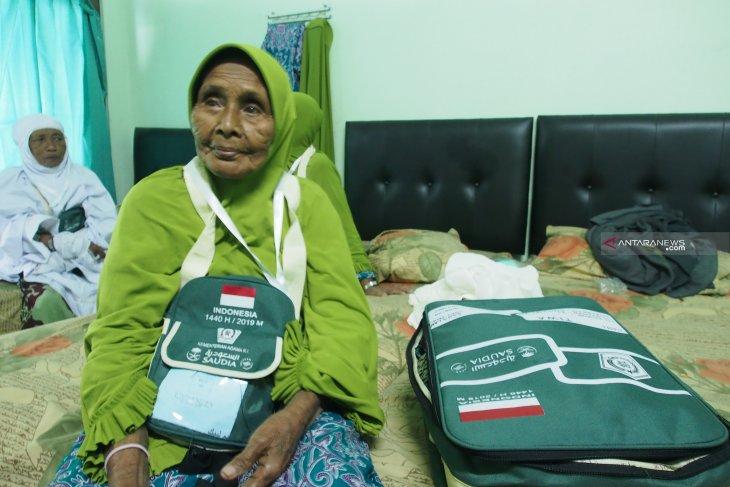 Haji tertua Embarkasi Surabaya berusia 103 tahun
