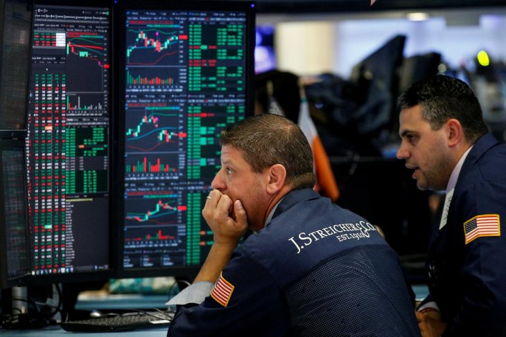 Wall Street turun jelang laporan sengketa perdagangan AS-China