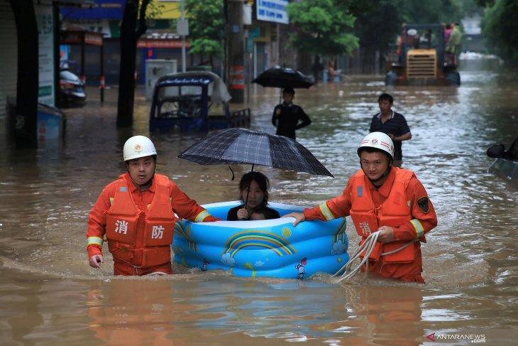 Tiga tewas, tiga hilang diterjang banjir di China