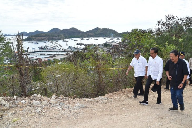 Jokowi visits new tourist spots in Labuan Bajo