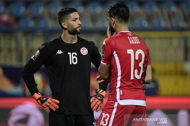 Kiper Tunisia Mouez Hassen minta maaf