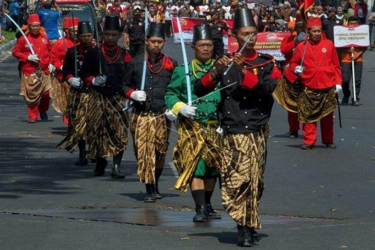 Pawai kekayaan budaya Jawa Tengah