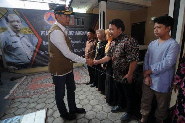 Penghargaan kepada Sutopo Purwo Nugroho
