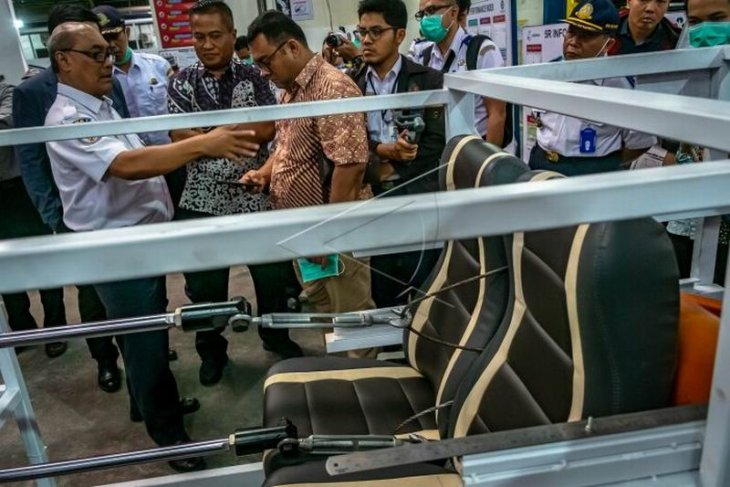 Uji kekuatan kursi bus