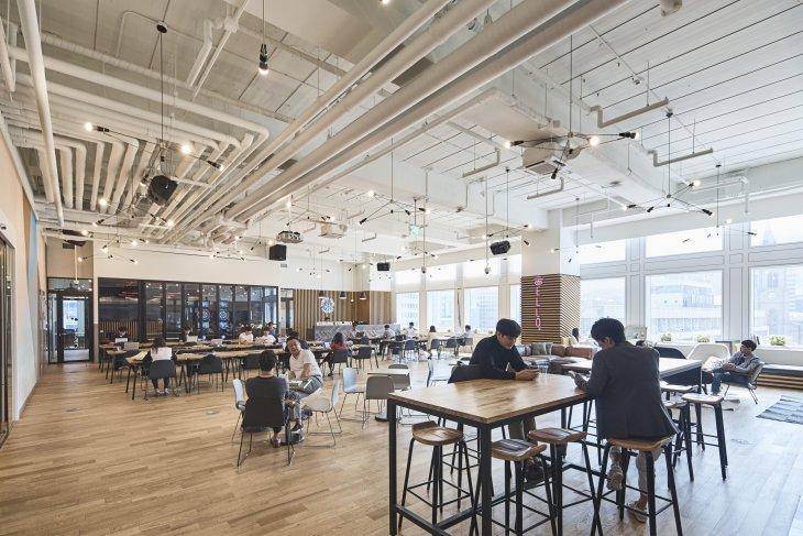 Di coworking space, Anda dapat bekerja sekaligus berjejaring