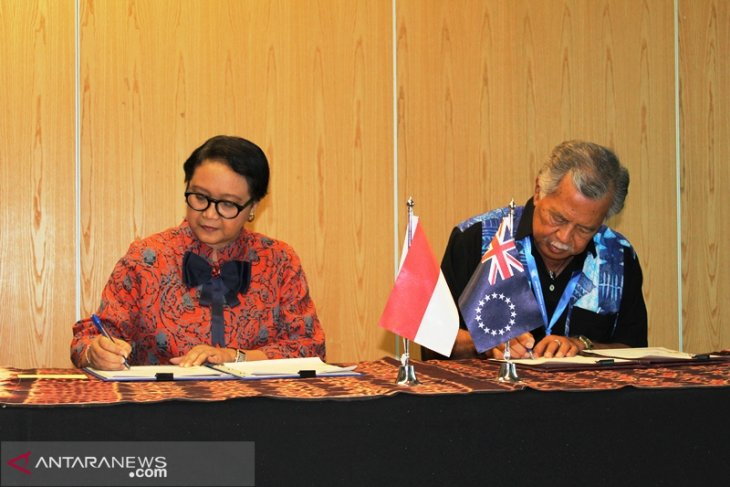 Indonesian FM holds meetings with nine Pacific nations