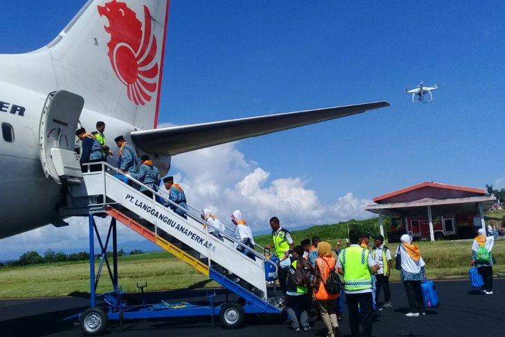 Ratusan calon haji kloter terakhir Malut diberangkatkan