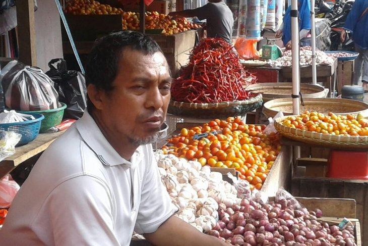 Harga bawang  di Ambon bertahan