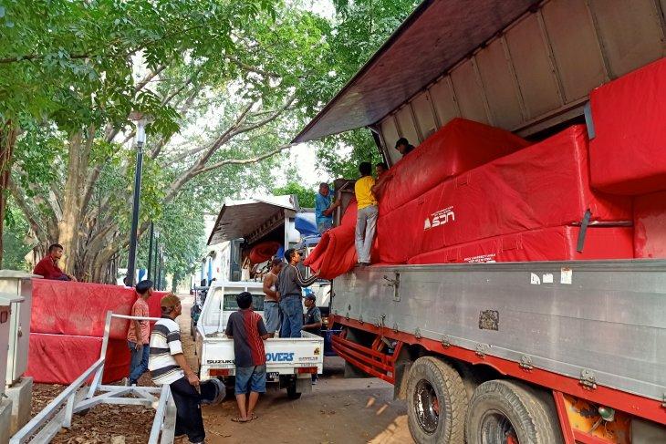 Enam truk kontainer angkut peralatan Kejurnas Atletik ke Bogor