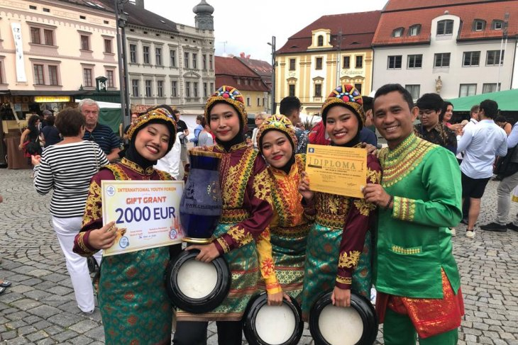 Rapai Geleng juara 1 lomba Internasional Folkrore  Festival
