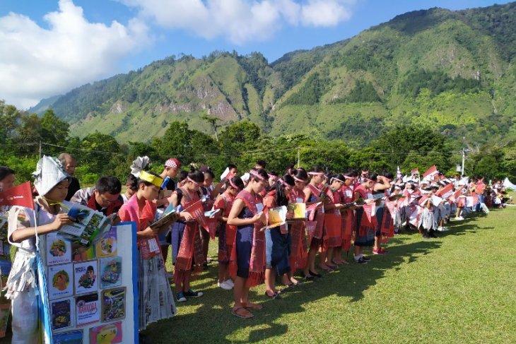 Ratusan pelajar Samosir karnaval budaya