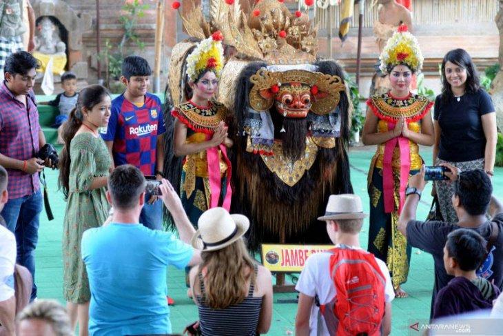 Tari Barong Batubulan-Gianyar pun disukai wisatawan asing (video)