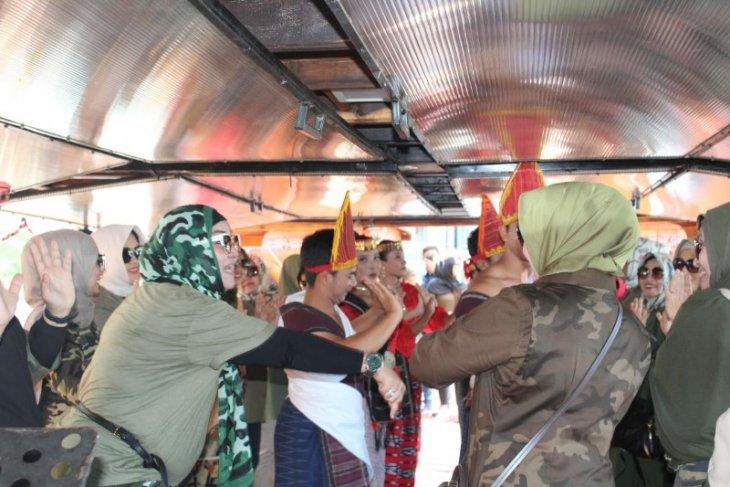 Kapal Wisata Samosir manjakan penumpang dengan seni budaya Batak