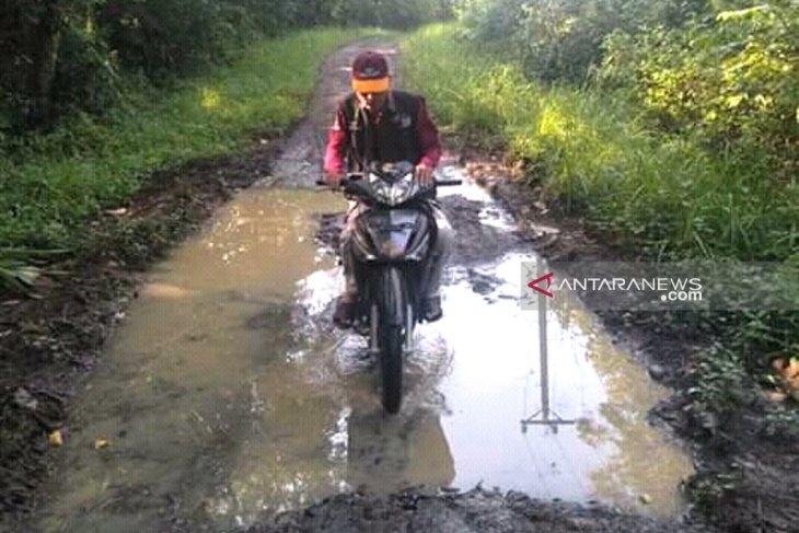 Jalan kabupaten rusak, warga Rejang Lebong belanja ke Musi Rawas