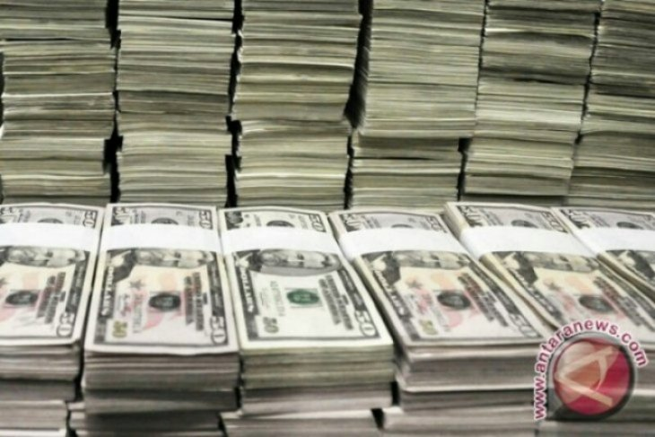 Dolar AS melemah tertekan sejumlah data ekonomi suram
